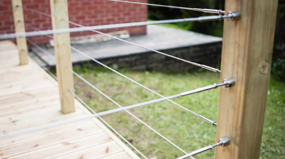 wire and wood balustrade for patio