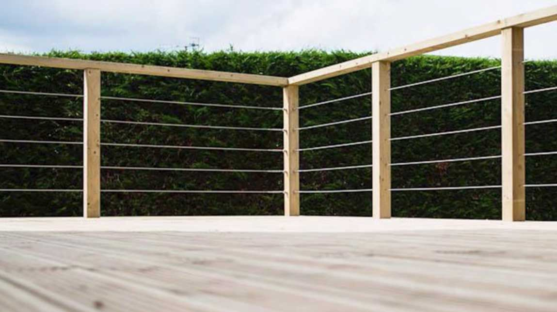 wire balustrading for outdoor deck